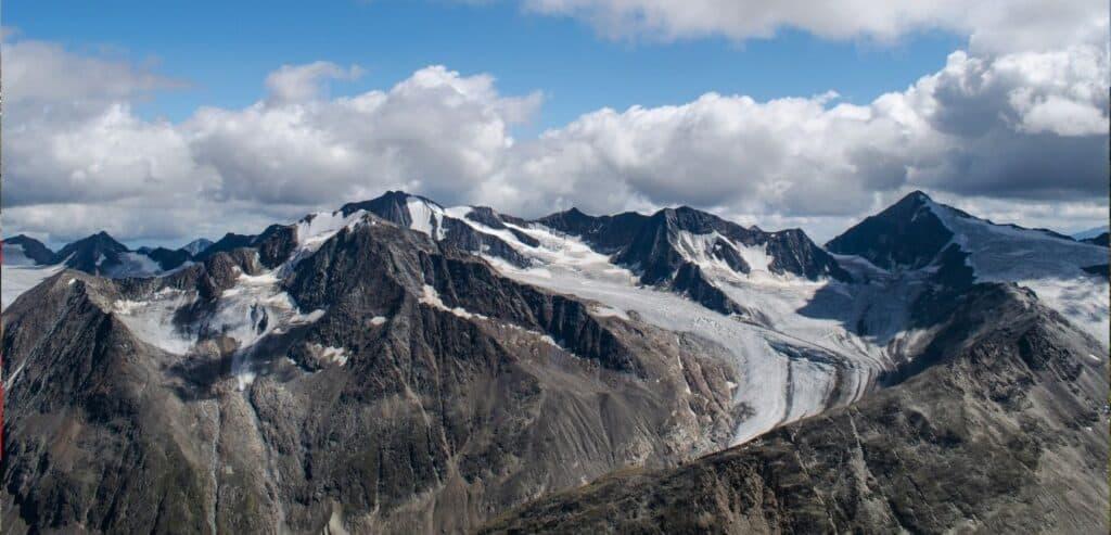 終年積雪的 阿爾卑斯山