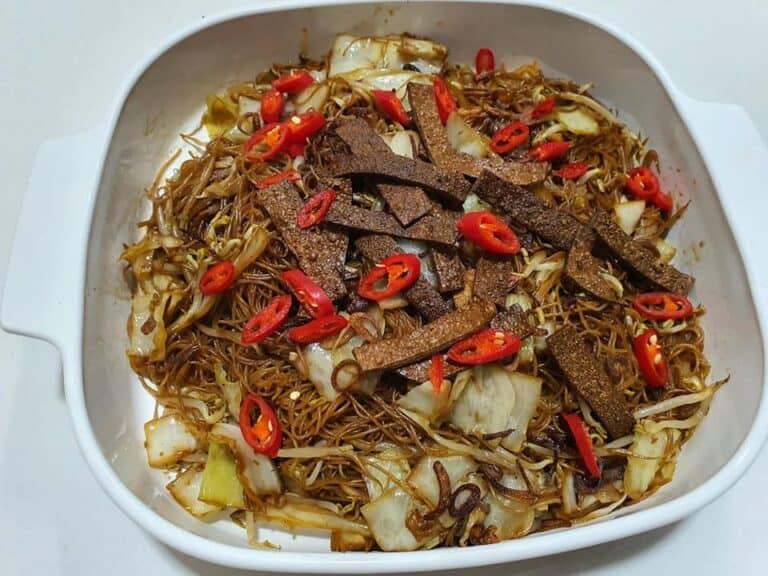 今天只有炒米粉和咖哩菜 原想放大蝦升華