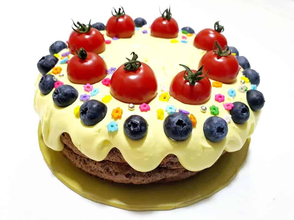 做了藍藍家族蛋糕給糖果